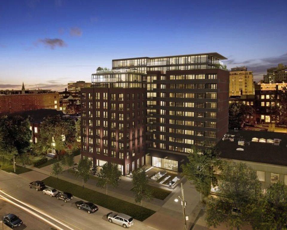 400 Wellington West Condos Building View Toronto, Canada