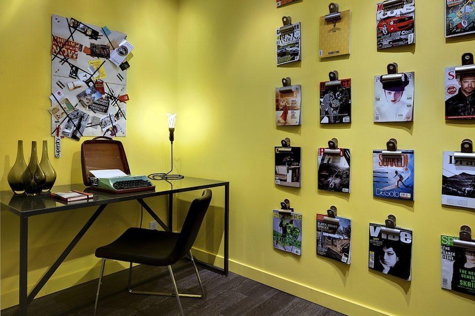 8 Gladstone Condos Room View Toronto, Canada
