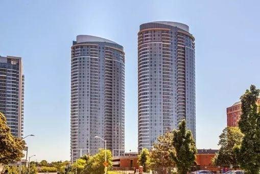 Exterior image of the Solaris I in Toronto